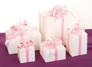 Упаковка подарка на свадьбу