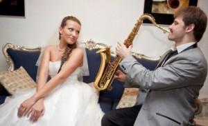Выступление саксофониста на свадьбе