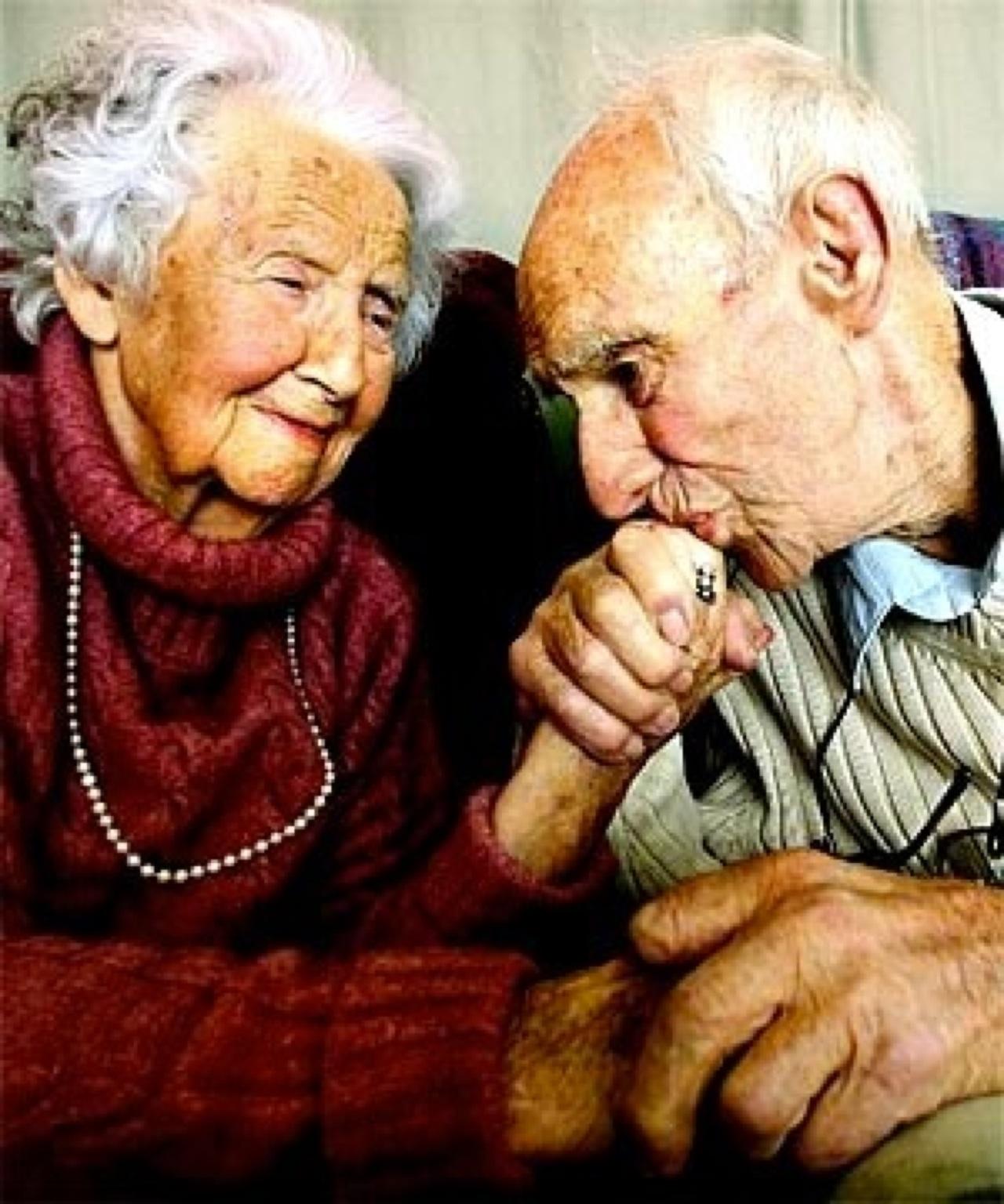 Старик с девчонкой 13 фотография